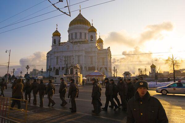 У храма Христа Спасителя в день интронизации Патриарха Московского и всея Руси Кирилла