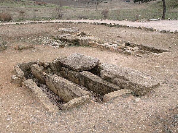 Археологи обнаружили уникальные сосуды в столице древней Македонии