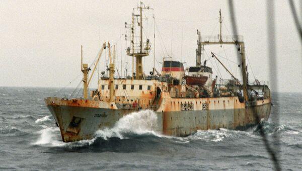 Российский траулер Фортуна терпит бедствие в Беринговом море