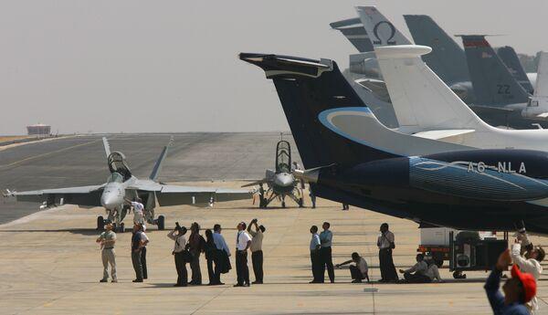 Авиасалон Aero India-2009 на авиабазе Yelahanka близ города Бангалора