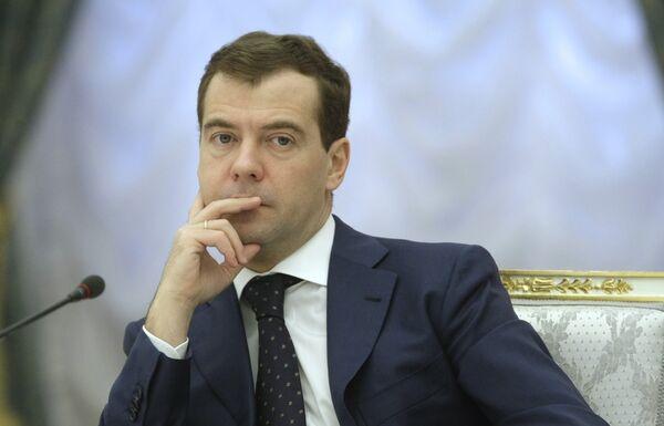 Экономическая ситуация в РФ не является крайне тревожной, и она находится под контролем властей, заявил президент РФ Дмитрий Медведев