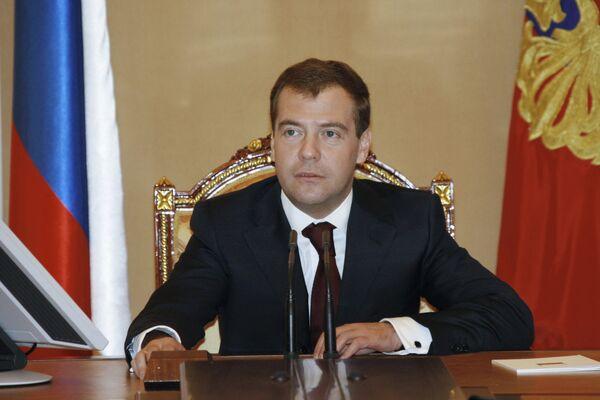 Президент РФ Дмитрий Медведев не питает иллюзий, что последние изменения в законодательстве РФ решат проблему коррупции, но считает эти законы очень важны, так как демонстрируют обществу внимание государства к проблеме.