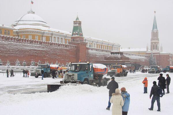 Более 200 тыс кубометров снега вывезли с начала снегопада в Москве