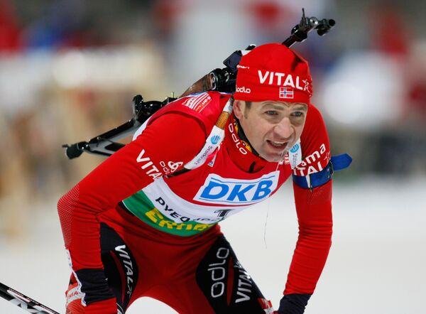 Норвежец Оле-Эйнар Бьорндален стал чемпионом мира по биатлону в гонке преследования