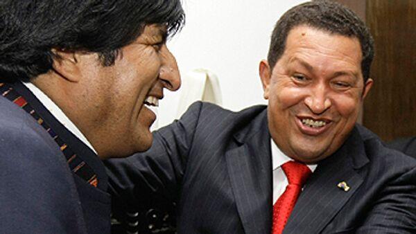 Моралес поздравил Чавеса с победой на референдуме