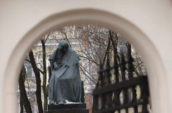 Памятник великому русскому писателю Николаю Гоголю в Москве