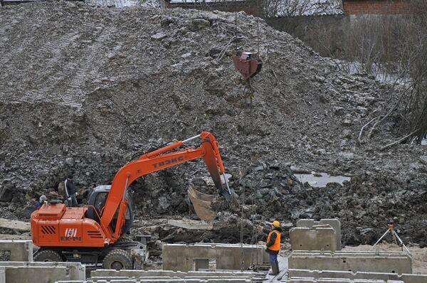 Следственные органы прокуратуры не исключают, что в строительном вагончике в Хостинском районе Сочи могло сработать взрывное устройство