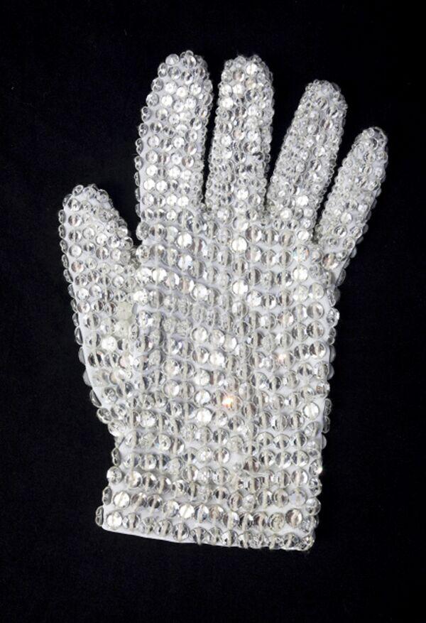 Перчатка Майкла Джексона продана в Нью-Йорке за $350 тыс