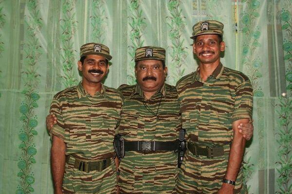 Боевики ТОТИ с лидером группировки Прабхакараном