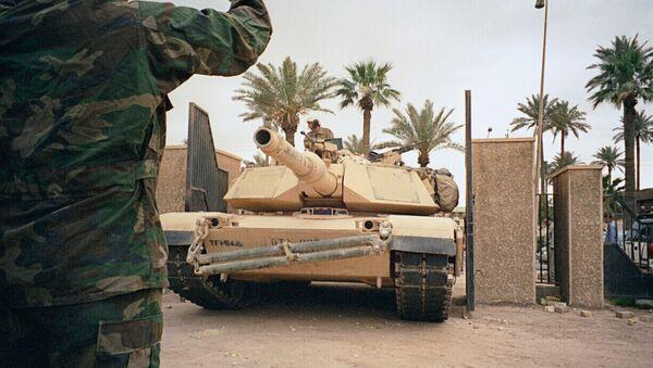 Американские танки у национального музея в Багдаде