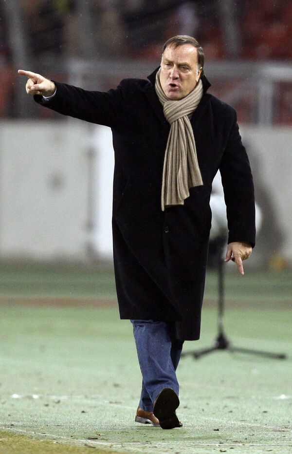 Главный тренер Зенита Дик Адвокат во время матча против Штутгарта в Кубке УЕФА