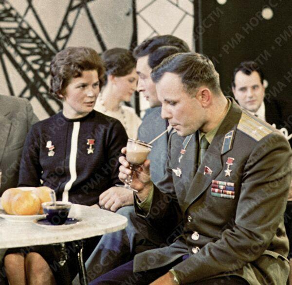 Гагарин, Терешкова, Тихонов