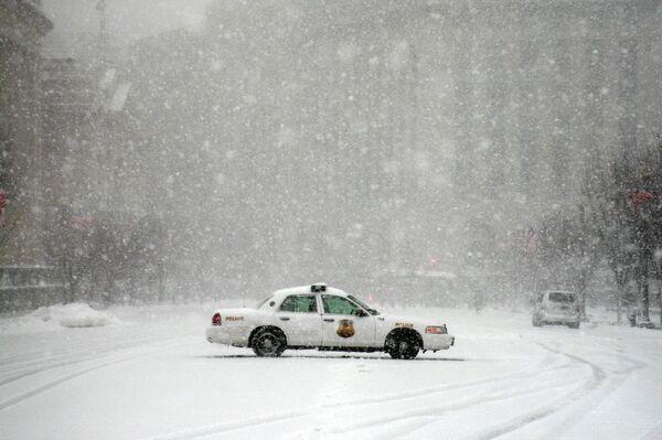 Чрезвычайная ситуация объявлена в Вашингтоне из-за сильного снегопада
