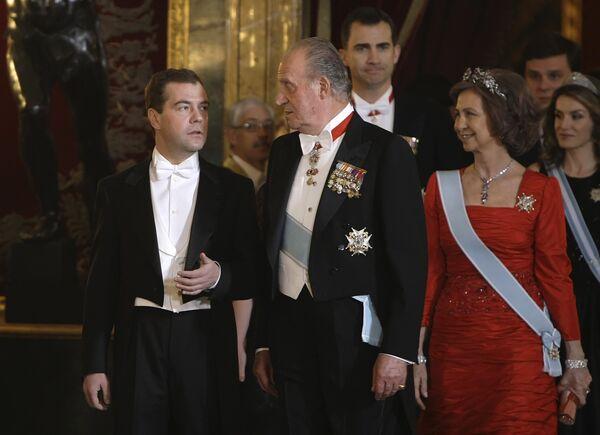 Д.Медведев с супругой на королевском приеме во дворце испанского монарха Хуана Карлоса Первого