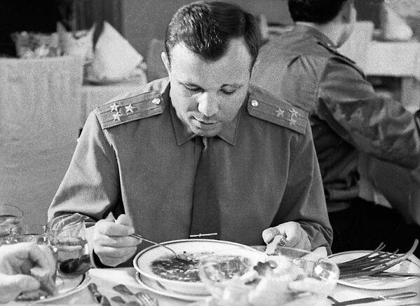 Обед Юрия Гагарина