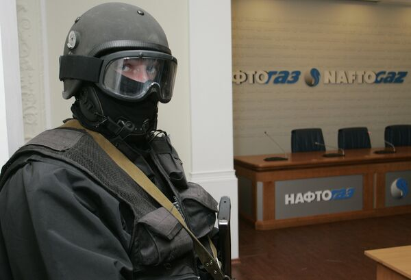 Вооруженные люди в штаб-квартире украинской государственной энергетической компании Нафтогаз в Киеве