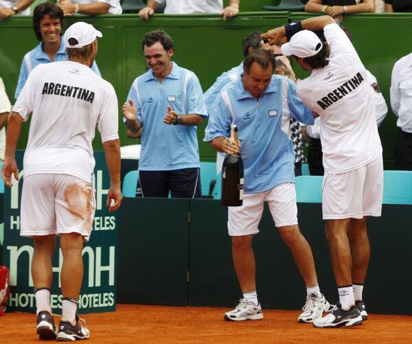 Сборная Аргентины по теннису празднует победу в Кубке Дэвиса над голландцами