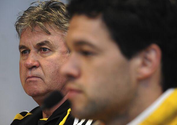 Гус Хиддинк (слева) и Михаэль Баллак на пресс-конференции перед матче с Ювентусом
