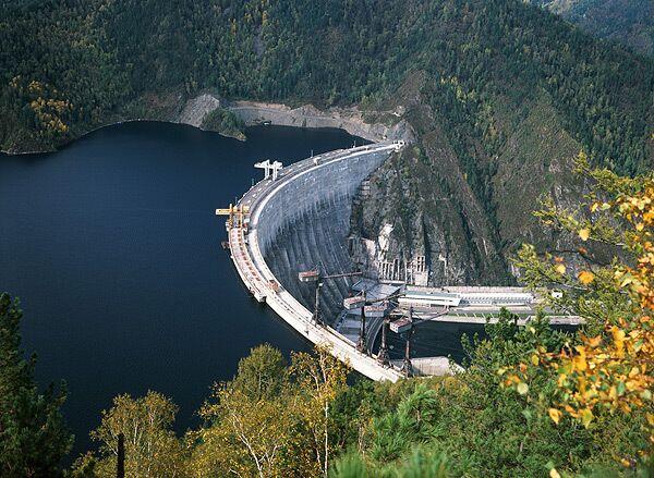 Саяно-Шушенская ГЭС остановлена после аварии - глава РусГидро