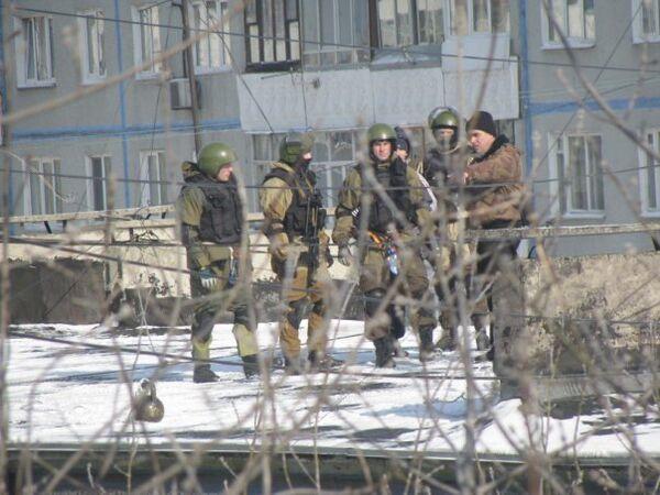 Во Владивостоке завершен штурм квартиры, на которую напали бандиты