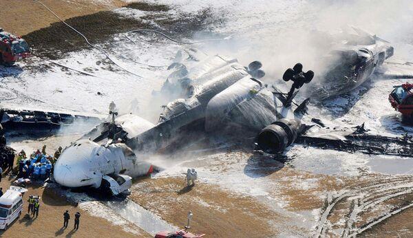 Крушение грузового самолета в аэропорту Токио