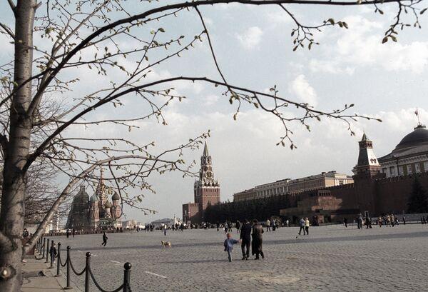 Ранней весной на Красной площади. Архив
