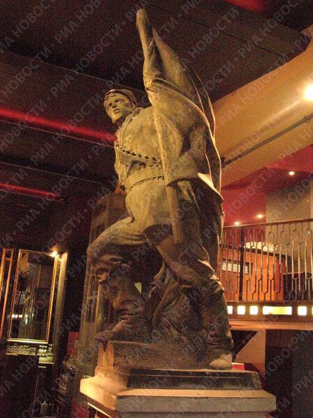 Ирландцам не чужда советская героика - так оформлен один из ресторанов в столице Северной Ирландии