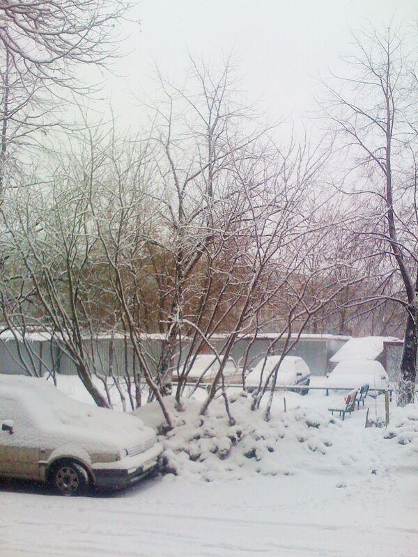 Дорожная техника вновь выйдет убирать Москву от снега примерно с 10 утра