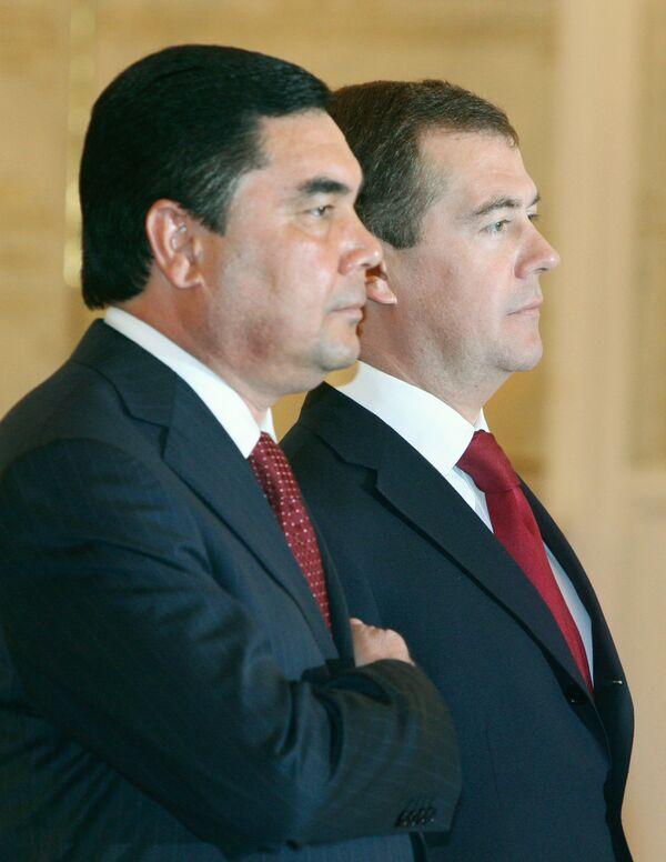 Бердымухаммедов высказался за регулярный диалог с Медведевым