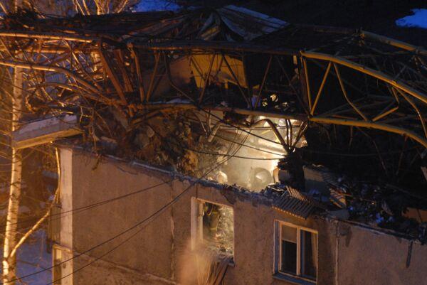 Строительный кран упал на жилой дом в Нижнем Новгороде