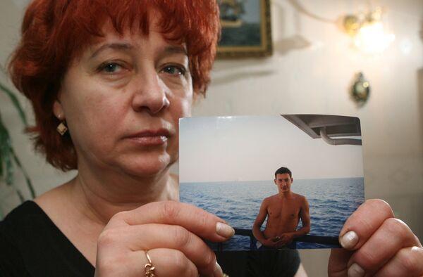 Семья Тимура Павловского - капитана захваченного танкера Нипайя