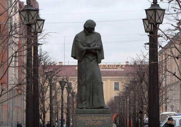 Итальянец передал России скульптуру по мотивам повести Гоголя Рим