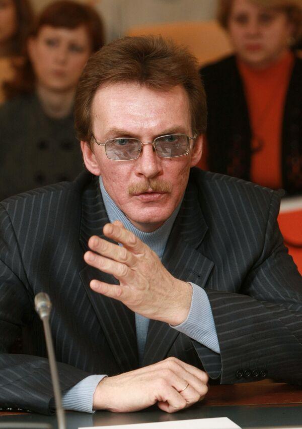 Антон Агеев во время экстренного заседания Общественной палаты