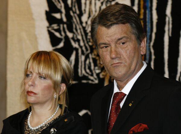 Супруга Ющенко разыграла его, заявив о беременности