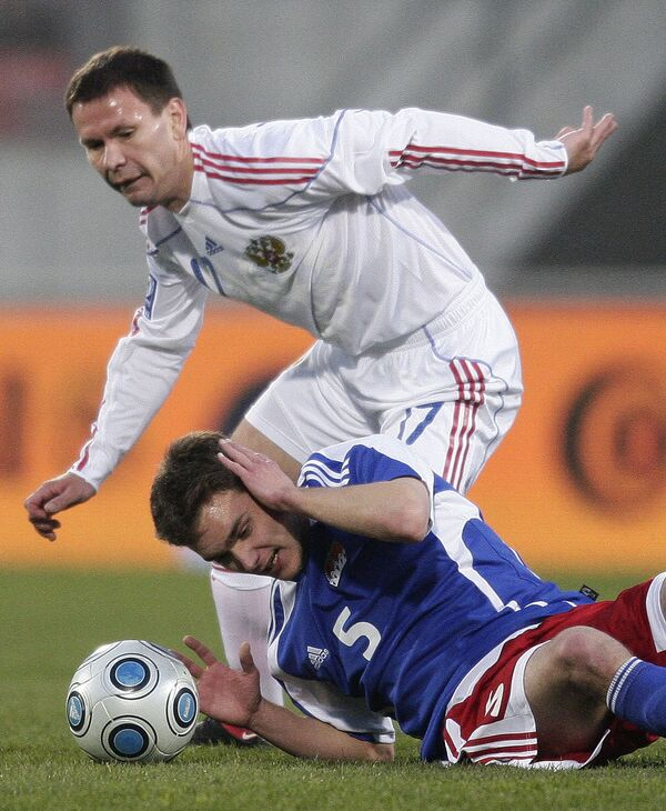 Константин Зырянов (в белой форме) в матче против Лихтенштейна