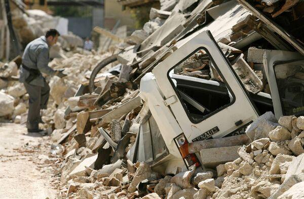 В Италии спасают животных, выживших после землетрясения