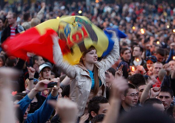 Оппозиция под румынскую музыку собирается на митинг в центре Кишинева