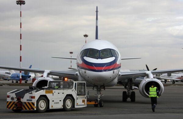 Опытный экземпляр самолета Sukhoi SuperJet 100