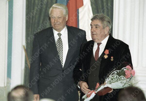 Борис Ельцин и Евгений Весник