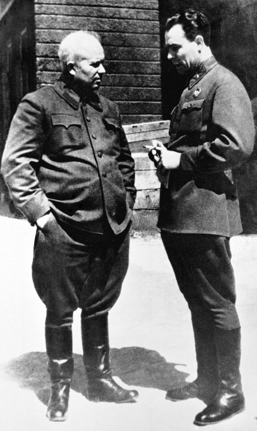 Н. С. Хрущев и Л. И. Брежнев за беседой