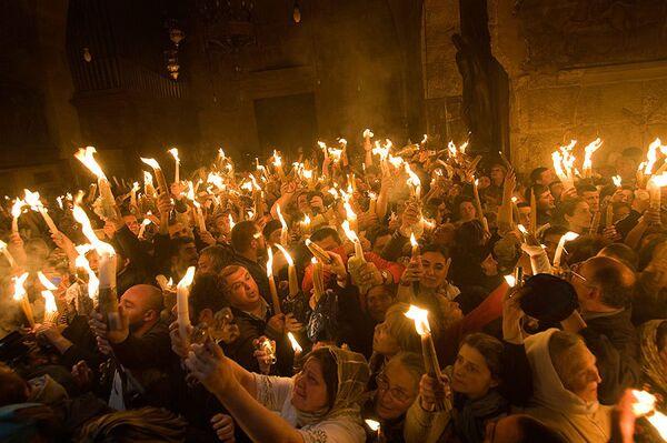 Схождение Благодатного огня в Иерусалиме. Архив