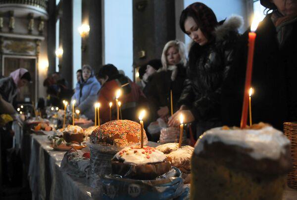 Пасхальное праздничное богослужение в Санкт-Петербурге