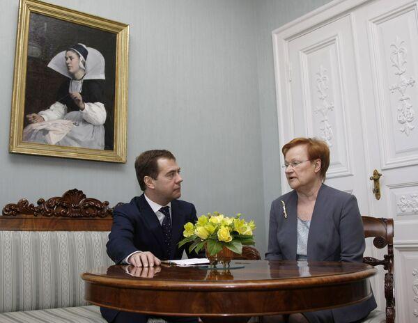 Президент России Дмитрий Медведев и президент Финляндии Тарья Халонен
