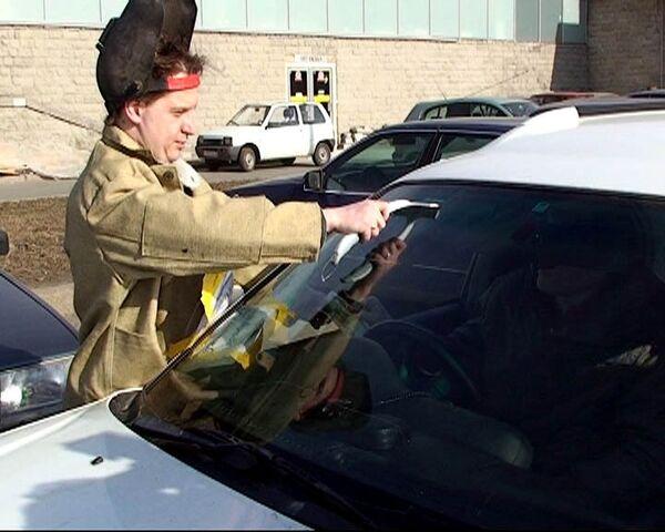 Сотрудники автозавода GM моют машины, чтобы заработать на пропитание