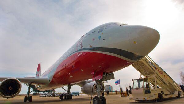 Церемония передачи самолета Ту-204 авиакомпании Red Wings, архивное фото