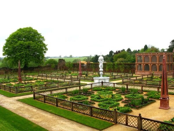 Сад в замке Кенилворт