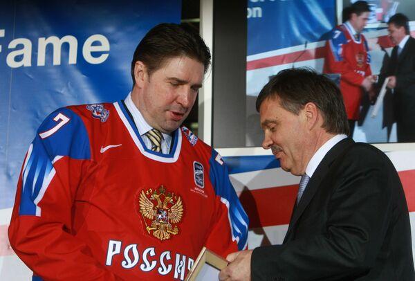 Алексей Касатонов на церемонии включения легендарных спортсменов в зал Славы ИИХФ