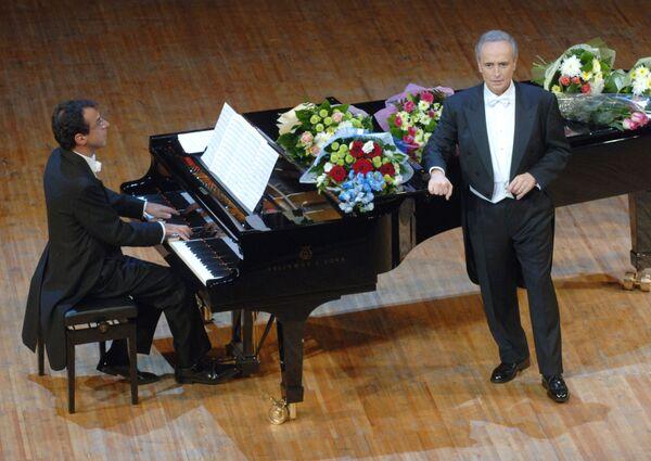 Хосе Каррерас во время концерта Средиземноморская страсть в Светлановском зале ММДМ в Москве