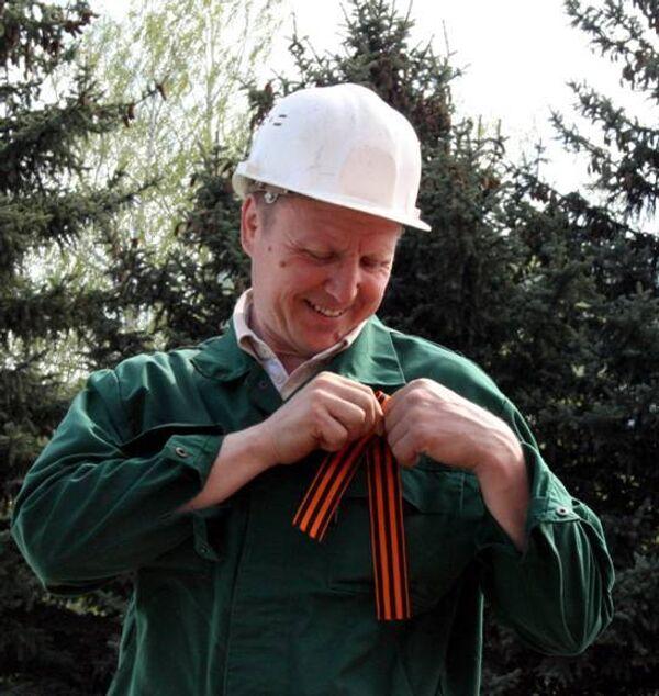 Российские энергетики раздали 9 тысяч георгиевских ленточек