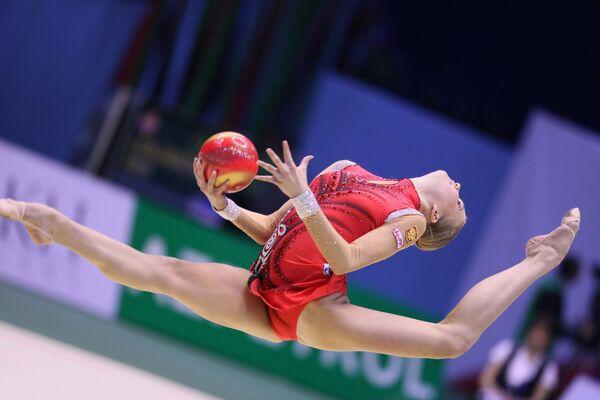 Российские спортсменки выиграли в пятницу командную квалификацию на чемпионате Европы по художественной гимнастике